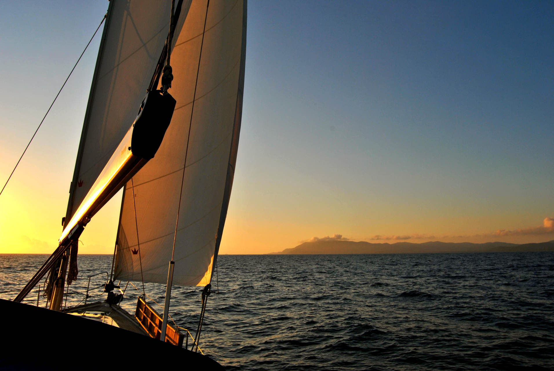 l'isola d'Elba al tramonto