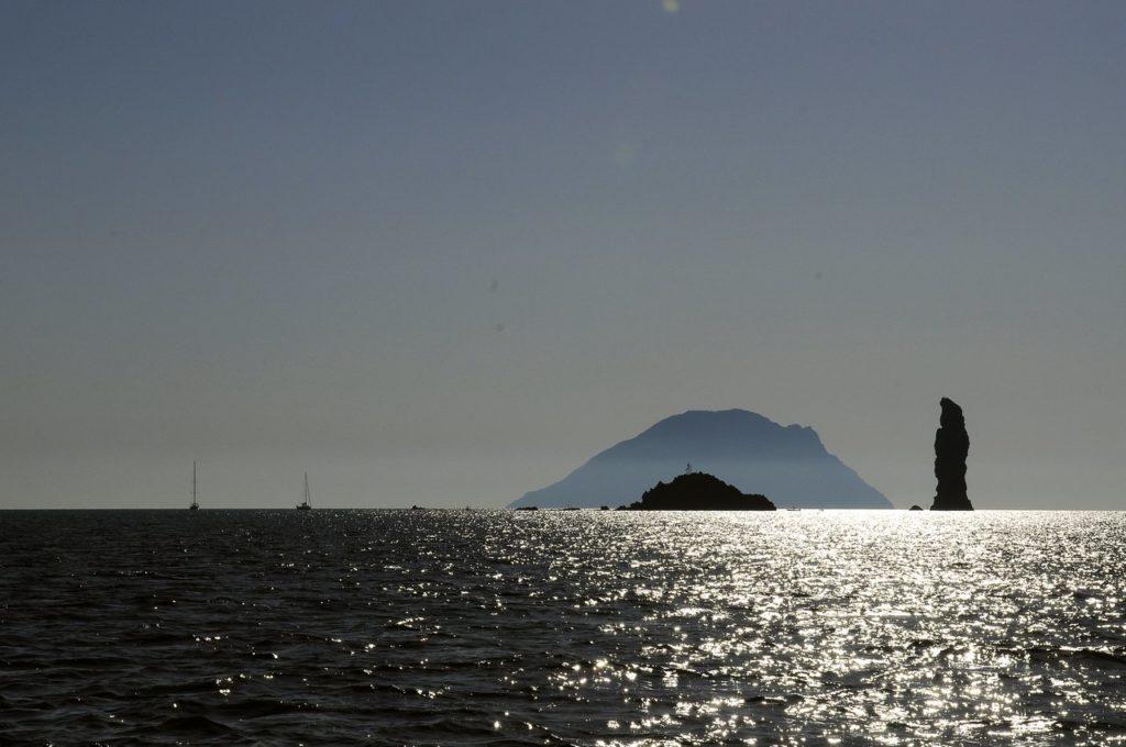 Mare & Vento vacanze in barca a vela Isole Eolie Filicudi